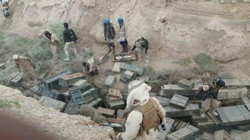 قوات الحزام الأمني تسيطر على ثاني أكبر معسكرات تنظيم القاعدة في المحفد وتعثر على كميات كبيرة من الأسلحة