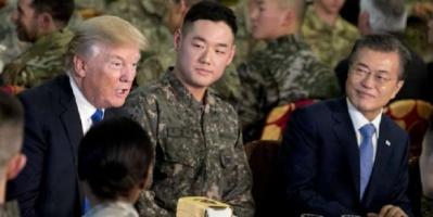 رئيس كوريا الجنوبية يقوم بزيارة مفاجئة وغير مسبوقة لقاعدة عسكرية أمريكية