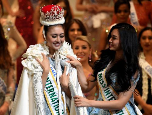 """بالصور :الإندونيسية """"كيفين ليليانا"""" تفوز بلقب ملكة جمال العالم 2017"""
