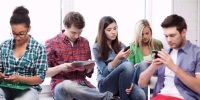 الاستخدام المفرط للإنترنت يعادل تأثير الكحول على الشباب