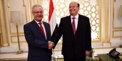 كيف قرأ المحللون استقالة محافظ عدن بعد 7 أشهر من تسلمه منصبه ؟