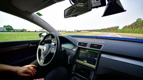 حكومة بريطانيا تسعى لإتاحة السيارات ذاتية القيادة بحلول 2021