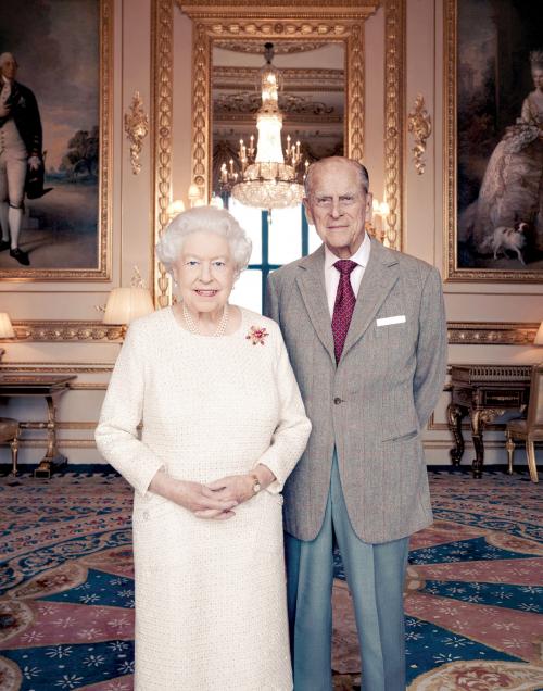 الملكة إليزابيث وزوجها فيليب يحتفلان بعيد زواجهما السبعين
