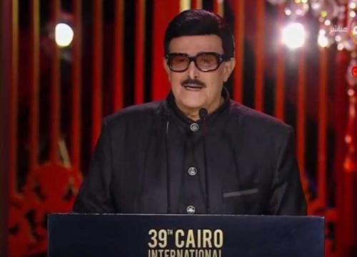 سمير غانم بعد تكريمه في مهرجان القاهرة السينمائي: «80 سنة وأنا مستنيكي»