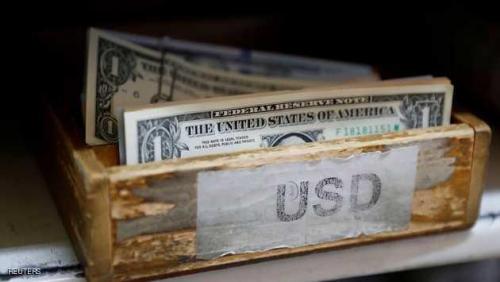 الدولار يهبط وتراجع في العائدات الأميركية