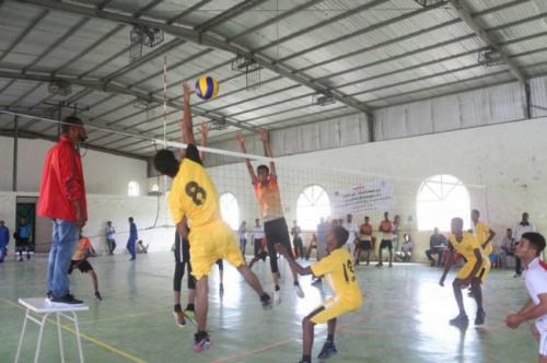منتخب وادي حضرموت للكرة الطائرة يواصل الانتصارات في الدورة الوطنية الاولى للناشئين