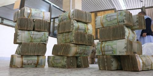 وزير في الشرعية يتهم الحوثيين بتبييض الأموال وتحويلها إلى الحرس الثوري الإيراني