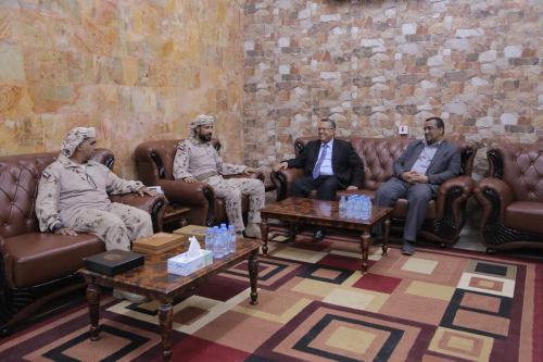 رئيس الوزراء اليمني يزور قيادة قوات التحالف العربي في عدن