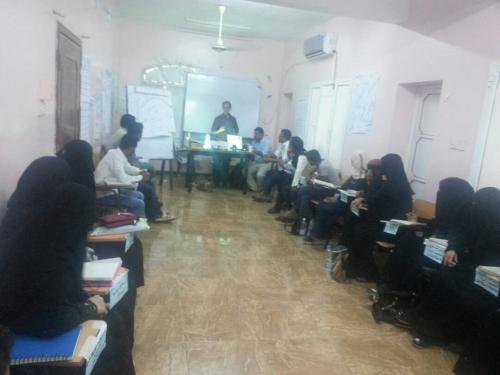 """الدكتور الحكم يلقي محاضرة توعوية عن """"الكوليرا"""" في الدورة التدريبية لمناصري شباب روافد ٢٠١٧م بعدن"""