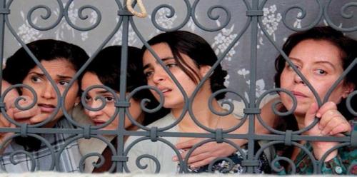 المخرجة التونسية سلمى بكار تكشف حقيقة تهديدها بالقتل بسبب فيلمها الجديد