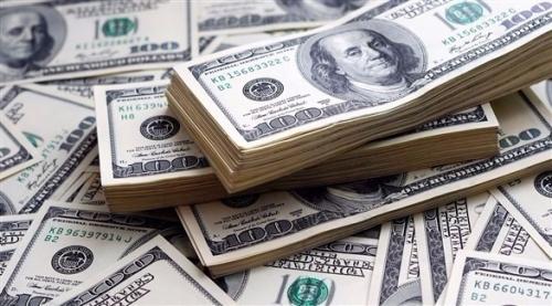 الدولار يهبط متأثراً بقوة الإسترليني