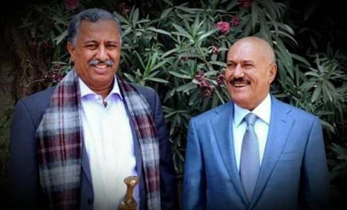 الحوثيون يسلمون جثمان عارف الزوكا لنجله عوض ويعلنون عن مكان تواجد أبناء صالح