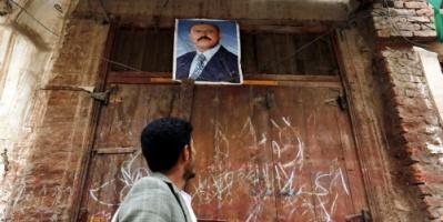 أنباء عن دفن صالح ليلاً دون مراسم وعلى ضوء مصباح في صنعاء