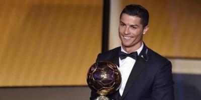رونالدو يعادل رقم ميسي بالفوز بجائزة الكرة الذهبية للمرة الخامسة