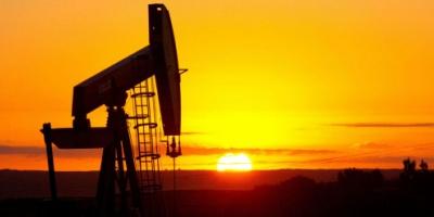 أسعار النفط مستقرة وسط توازن بين طلب الصين وقوة الدولار