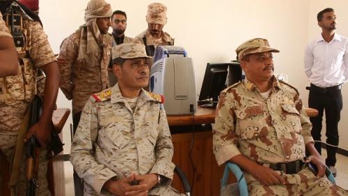 محافظ حضرموت يدشن صرف البطائق الإلكترونية لمنتسبي المنطقة العسكرية الثانية