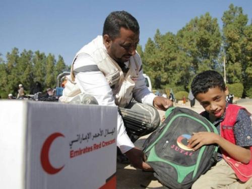 الهلال الأحمر الإماراتي توزع مساعدات غذائية وحقائب مدرسية على ذوي الإعاقة بتريم حضرموت