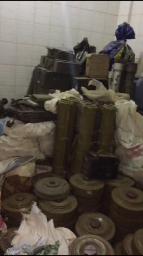 بالفيديو .. هذا ما عثر عليه أمن عدن في وكر الإرهابيين بحي القاهرة بمدينة المنصورة اليوم