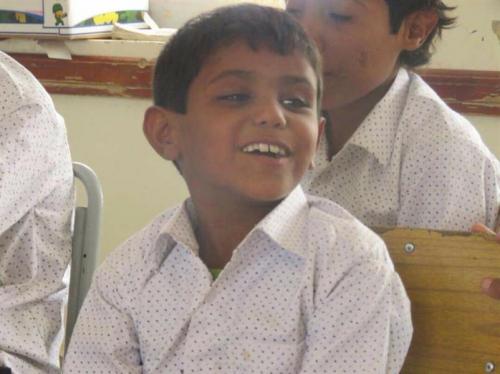 طفل يمني في الـ7 من عمره يروي كيف جنده الحوثيون.. والمهام الموكلة إليه خلال عمله