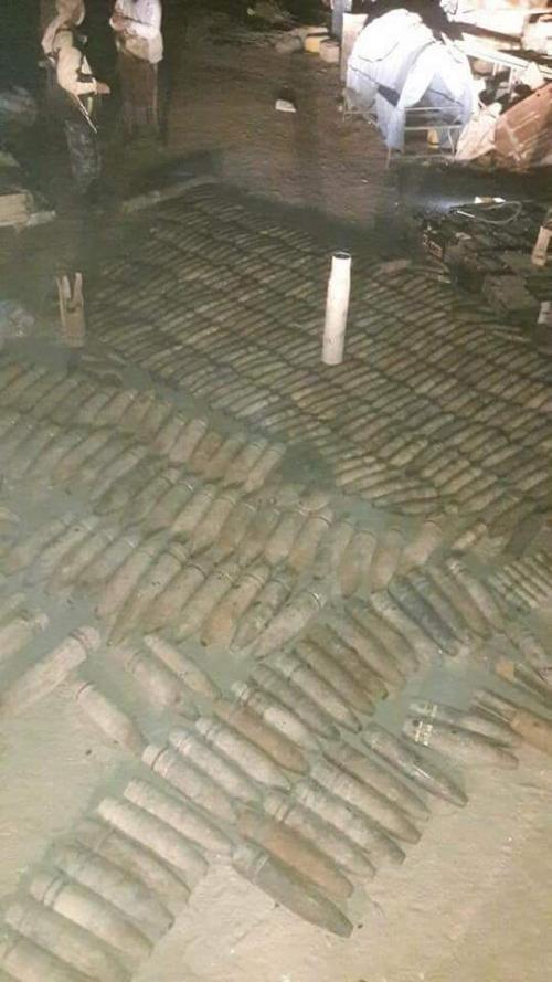 شبوة :قوات الطوارئ تضبط مئات القذائف في محل لبيع الخردة