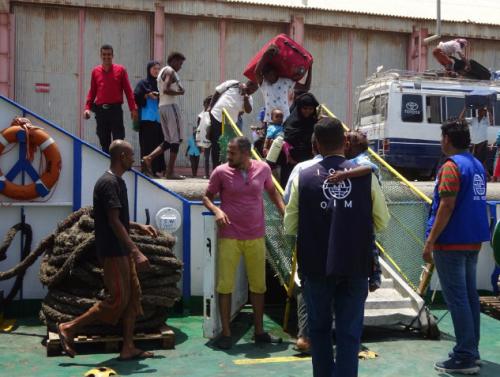 المنظمة الدولية للهجرة تجلي «108» لاجئاً صومالياً من مدينة عدن