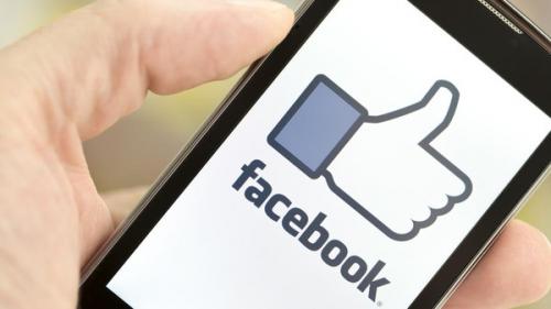 """نائب فيسبوك السابق يأكله الندم.. """"دمرنا المجتمع"""""""