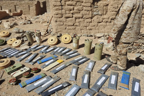قوات الجيش تبدا بإزالة الألغام التي زرعتها الميليشيات الحوثية لإعادة سكان بيحان