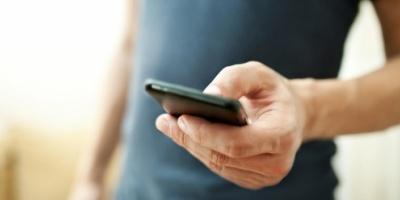 4 نصائح لحماية يديك من آلام استخدام الهواتف المتحركة
