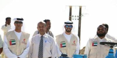 """الهلال الأحمر الإماراتي"""" يدشن مشروع """" آبار العضيبة """" ويروي ظمأ 50 ألف نسمة في غيل باوزير"""