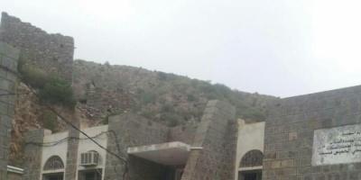 مليشيا الحوثي تقتحم مركزا صحيا بالقبيطة وتحوله الى ثكنة عسكرية