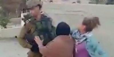 """اعتقال فتاة فلسطينية """"صفعت"""" جنديا اسرائيليا ( فيديو )"""