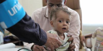 """""""يونسيف"""" تؤكد أنها أوصلت 6 ملايين جرعة من اللقاحات للأطفال إلى مطار صنعاء"""