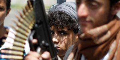 هكذا يجند الحوثيون الأطفال بالإكراه ويزجون بهم في ساحات القتال