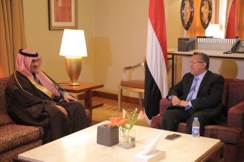 بن دغر يناقش ملف إعادة الاعمار مع السفير السعودي بعدن