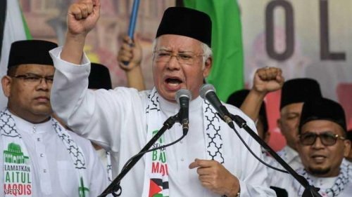 رئيس الوزراء الماليزي يقود حشود محتجين لأجل القدس