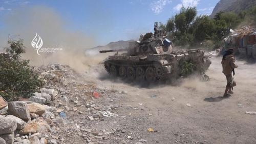 الحوثيون يقصفون قرية الحيمة شمال مدينة تعز بالدبابات