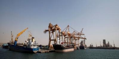 التحالف يعلن عن وصول سفينة محملة بالوقود الى ميناء الحديدة