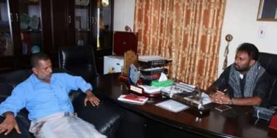 وكيل أول حضرموت يناقش مع مدير عام مديرية حجر الأوضاع الخدمية ومتطلبات المواطنين