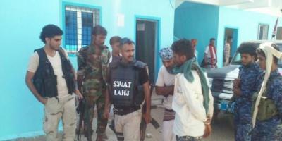 زيارة مفاجئة لمدير جهاز مكافحة الإرهاب وقائد شرطه النجدة لمركز  الشرطة بحوطة لحج