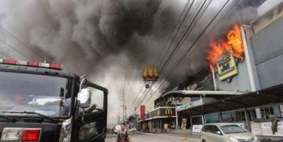 الفلبين.. حريق ضخم بمركز تسوق بمسقط رأس الرئيس