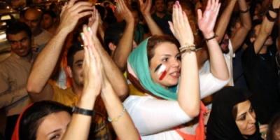 السلطات الإيرانية تعتقل 230 شابا وفتاة بسبب الاختلاط