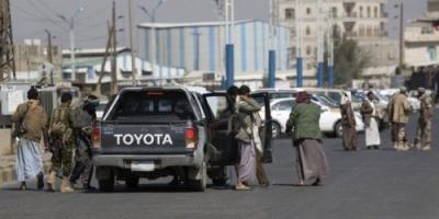 الحوثيون ينحرون مدنياً على طريقة داعش