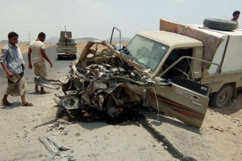 مقتل 5 مدنيين وإصابة 7 في انفجار لغم أرضي في حافلة ركاب بالطريق الواصلة بين الخوخة والمخا
