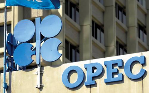 التوازن بين طلب الصين وقوة الدولار يدعم استقرار أسعار النفط