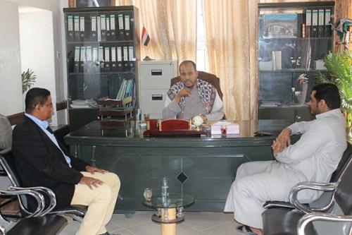 الرئيس المفوض لمؤسسة الشهيد بن حبريش للتنمية في زيارة لمدير عام مديرية سيئون