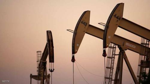 النفط صوب أعلى مستوى منذ عامين ونصف