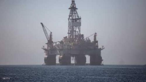 النفط يسجل أعلى مستوياته في عامين ونصف