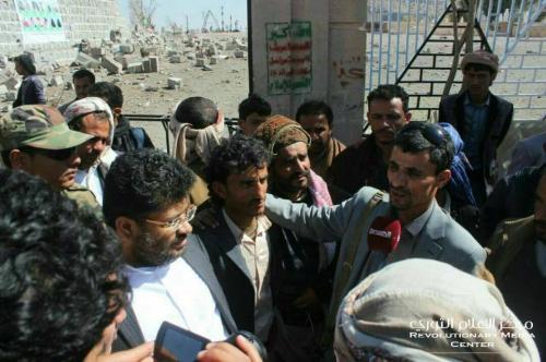 أول ظهور علني للحوثي والحاكم بعد انباء مقتلهما- صورة