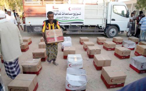 «الهلال» تسير قافلة مساعدات إلى أهالي السويري في حضرموت
