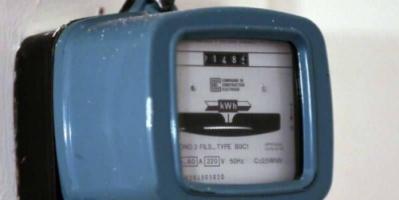 عائلة تتلقى فاتورة كهرباء بمليارات الدولارات